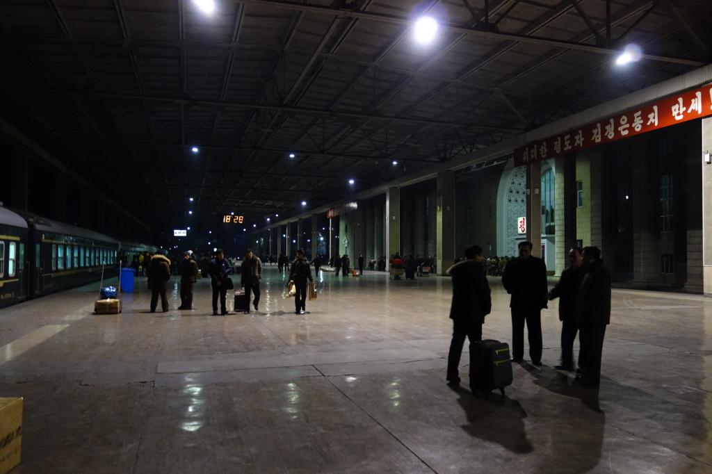 Peron dworca głównego w Pjongjangu